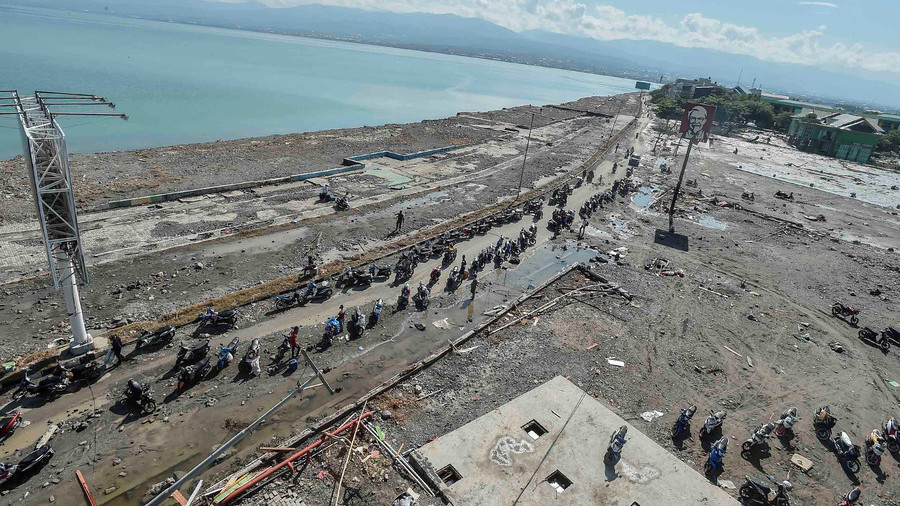 Hundreds of prisoners escape during deadly quake & tsunami in Indonesia