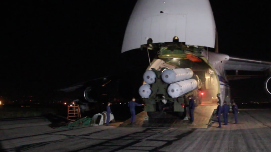 Watch S-300 launchers, interceptors & radars unloaded in Syria after Il-20 downing (VIDEO)
