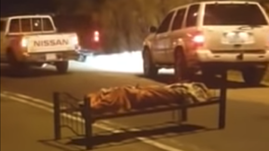 Gunned down man found tied to a bed on Saudi Arabia road (VIDEO)