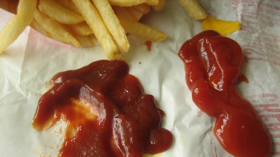 McMaggots: Woman finds wriggling larva in McDonald's ketchup dispenser (VIDEO)