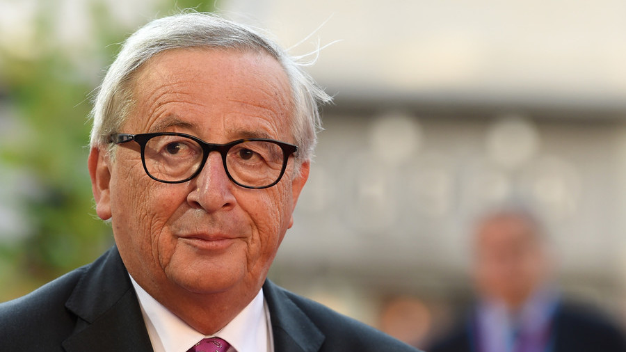 EU's Juncker does 'Maybot' on stage in apparent mockery of Theresa May's moves (VIDEO)
