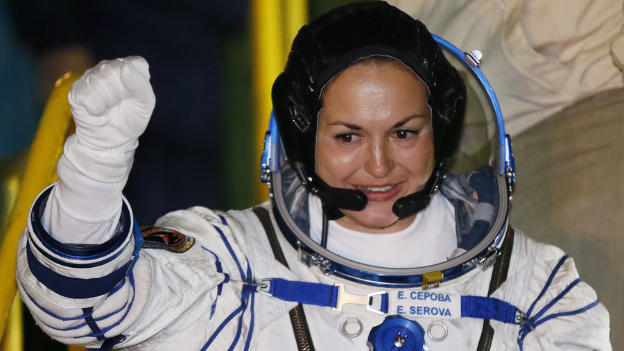 Astronauts make emergency landing after escaping malfunctioning rocket