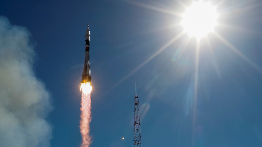 Live feed shows moment of dramatic booster failure before cutting off during Soyuz launch (VIDEO)