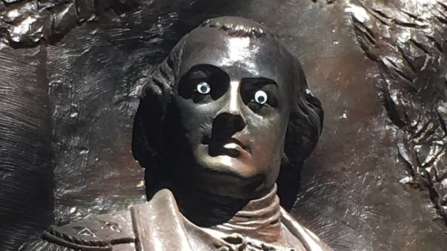 Someone put googly eyes on a Georgia monument