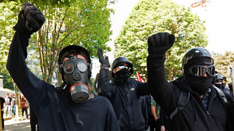 Right-wing Patriot Prayer faces off with anti-fascist protesters in Portland (VIDEOS)