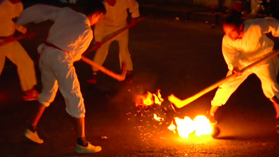 Mexican players fight for ball of flames in indigenous game (VIDEO)
