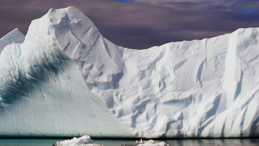 US economy like the Titanic, moving towards iceberg at full steam ahead - economist