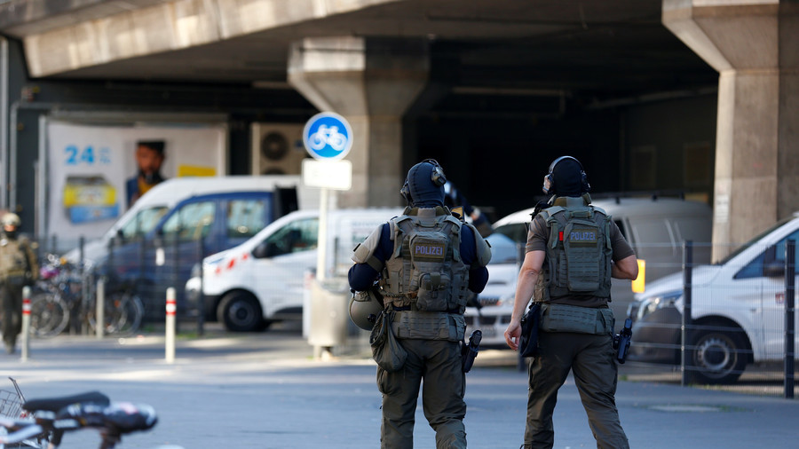 Cologne hostage taker claimed to be ISIS member threatened to burn woman alive – police