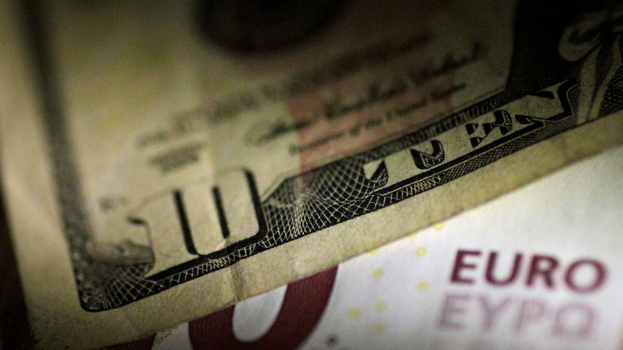 Expect US dollar to plunge 40% against euro, forex analyst predicts
