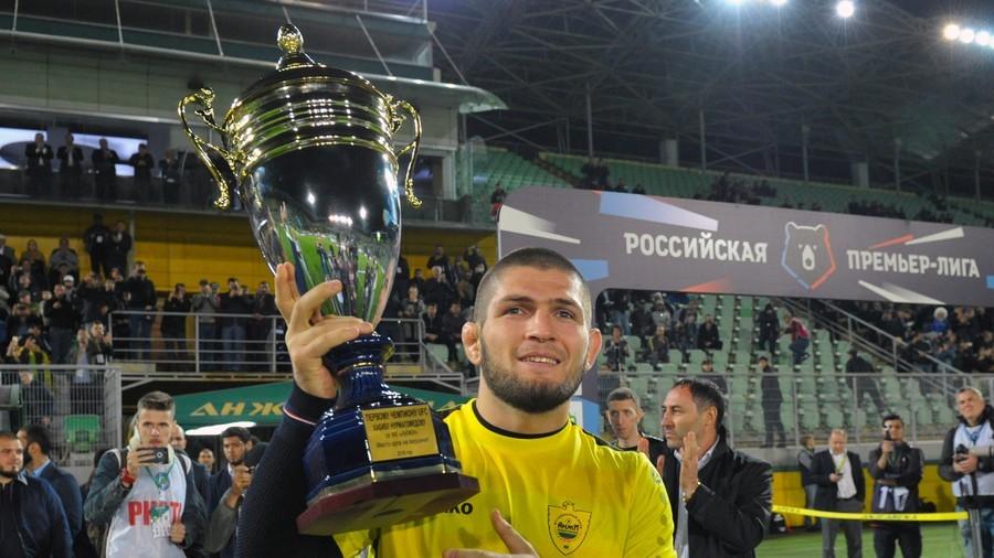 Khabib presented '1st Russian UFC champ' cup by hometown team, kicks off match (PHOTOS/VIDEO)