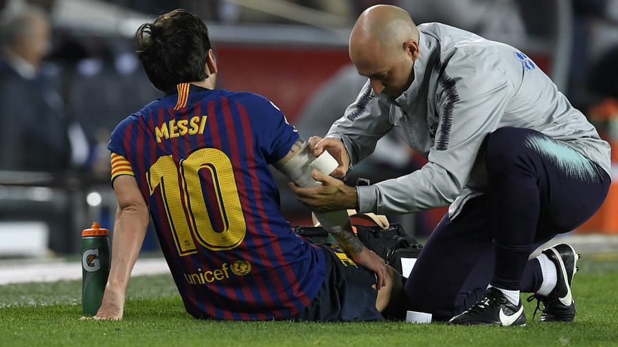 Barcelona's Lionel Messi exits Sevilla match with arm injury
