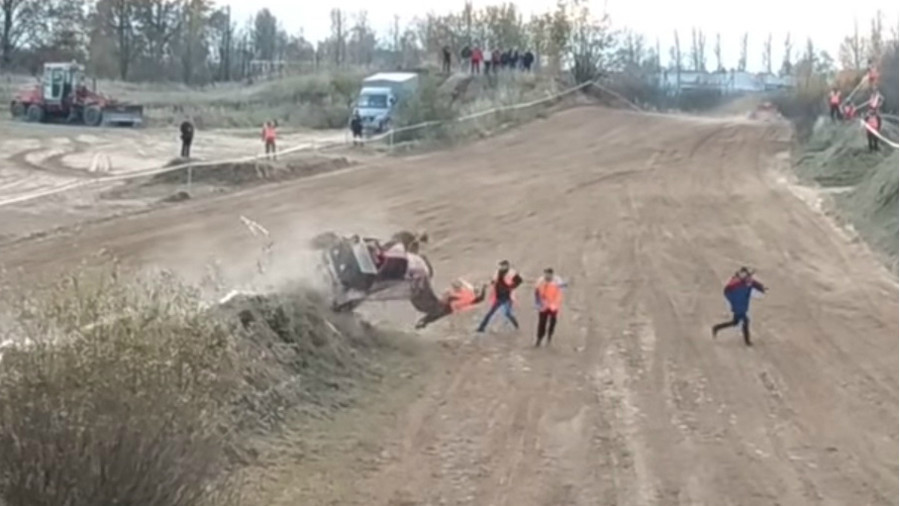 Autocross buggy smashes into sideline officials in Belarus (GRAPHIC VIDEO)