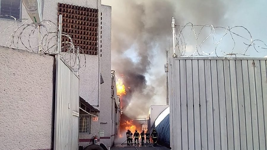 Mexico City liquor factory goes up in flames, thousands evacuated (PHOTOS, VIDEO)