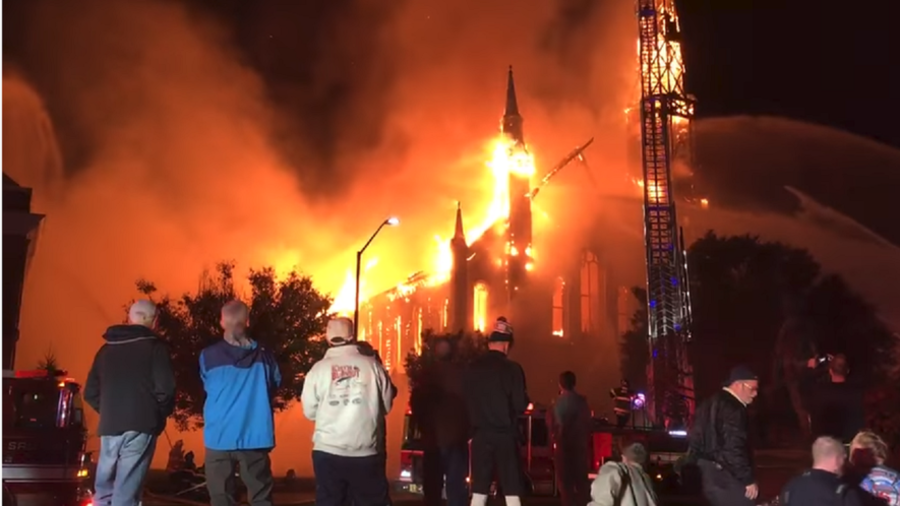 Inferno engulfs 150yo church in Massachusetts after lightning strike (VIDEO)