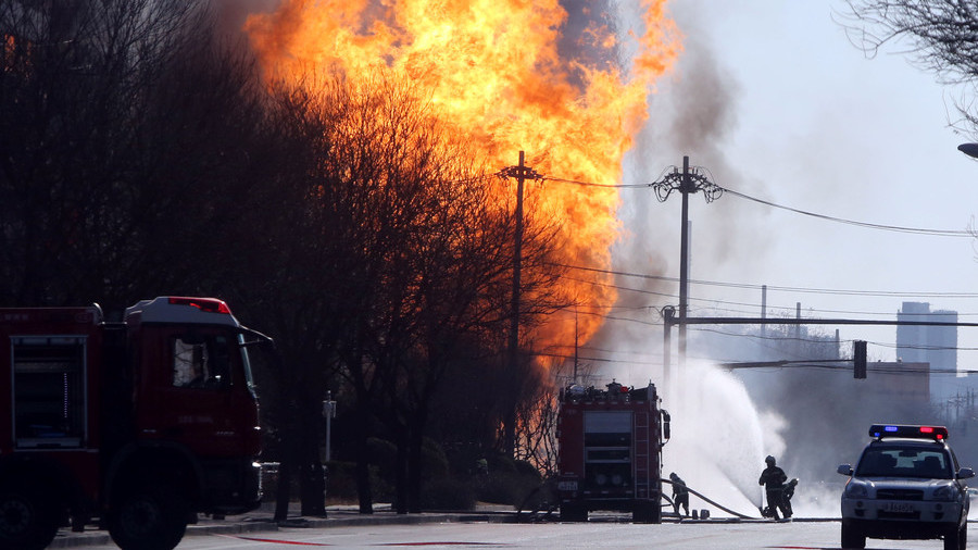 Massive inferno at oil depot in China (VIDEOS)