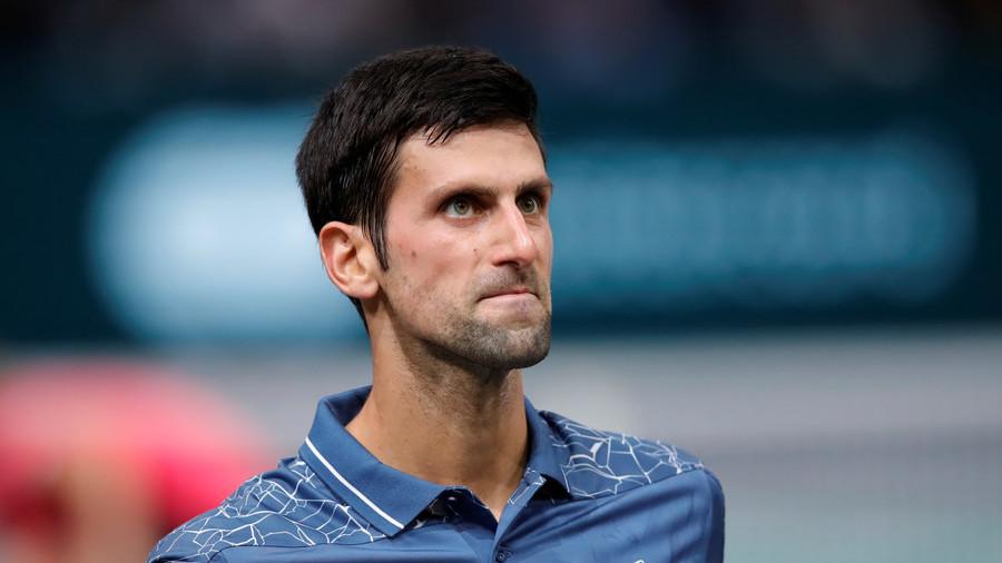 Djokovic halts match to help unwell fan despite whistles from Paris crowd (VIDEO)