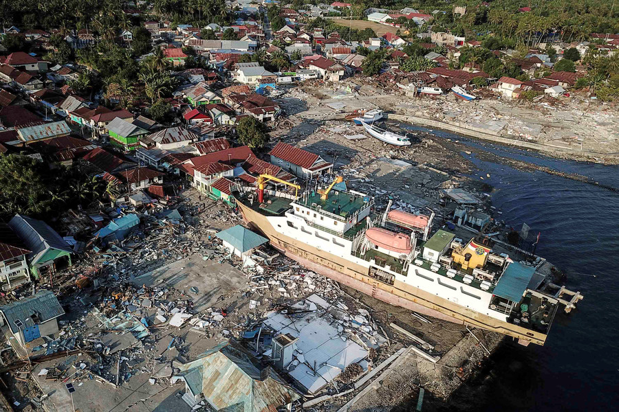 Powerful aftershocks strike Indonesia days after deadly quake & tsunami