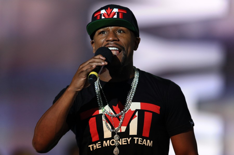 'Irresponsible': Floyd Mayweather condemned for giving homeless man $1,000 (VIDEO)