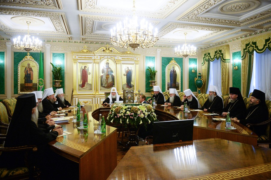 Biggest split in modern Orthodox history: Russian Orthodox Church breaks ties with Constantinople