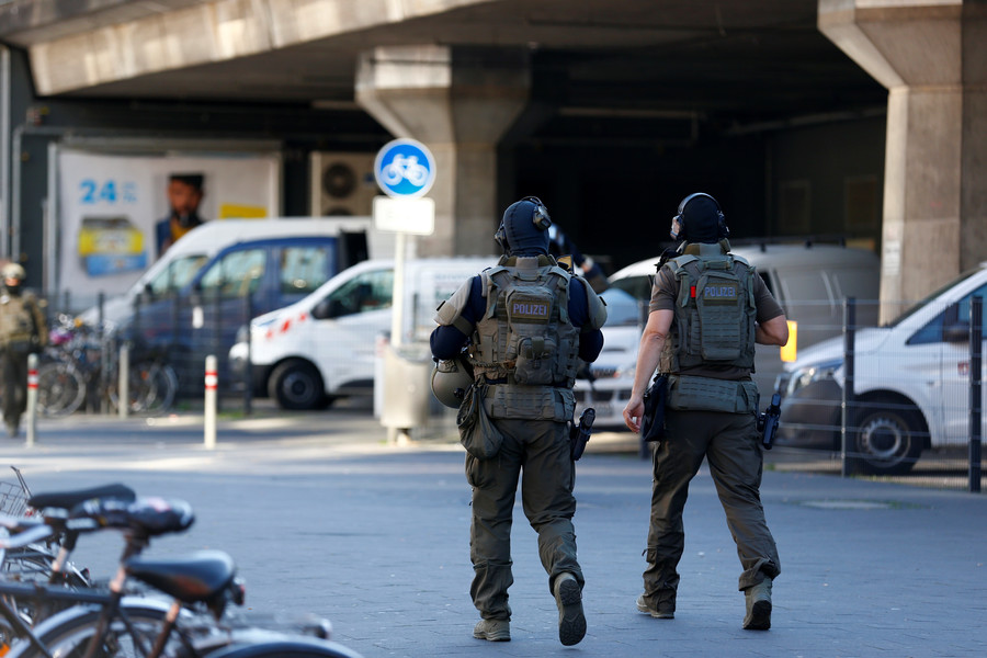 Cologne hostage taker claimed to be ISIS member, threatened to burn woman alive – police