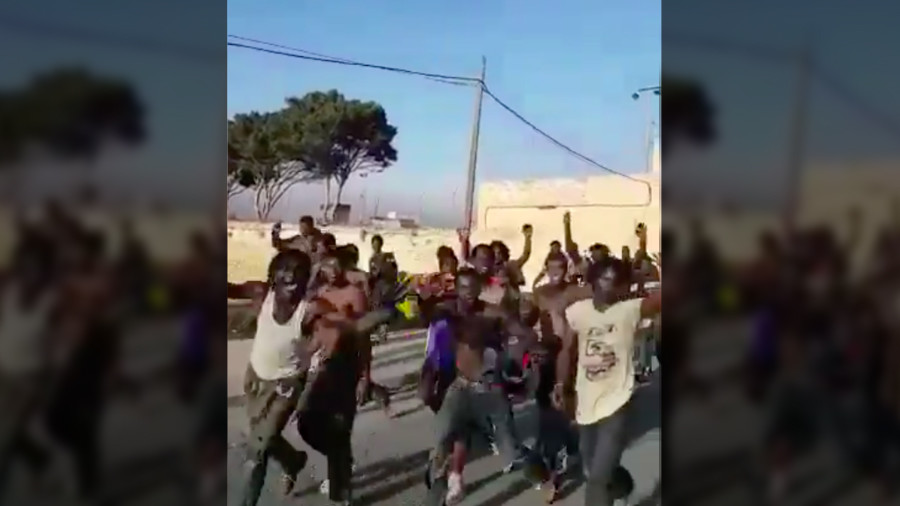 Hundreds of migrants storm barrier between Spain and North Africa (VIDEOS)
