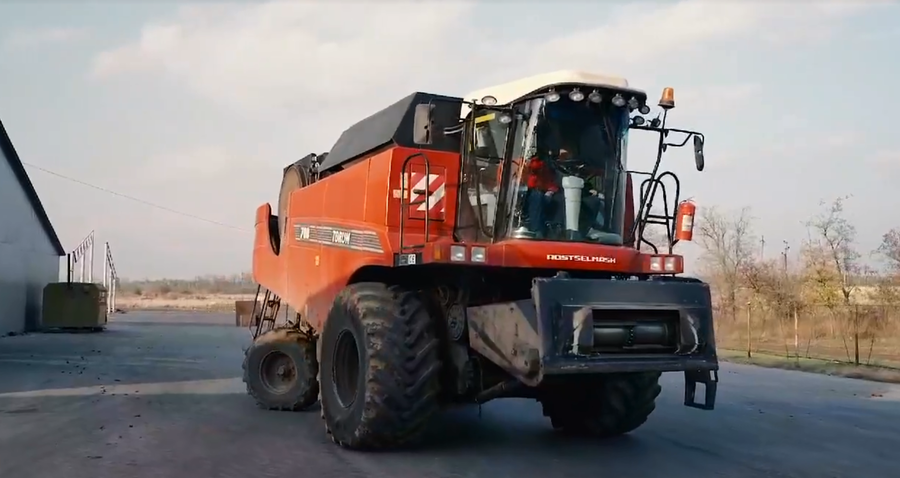 Self-driving high-tech combine harvester from Soyuz AI makers tested in Russia (VIDEO)