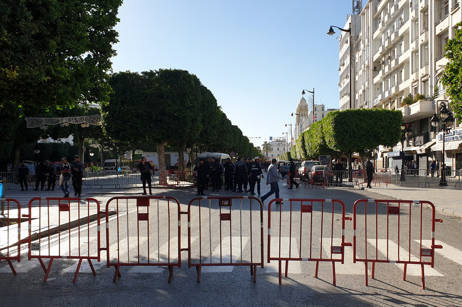 Female suicide bomber blows herself up, sparking panic, terror in Tunisian capital (VIDEO)