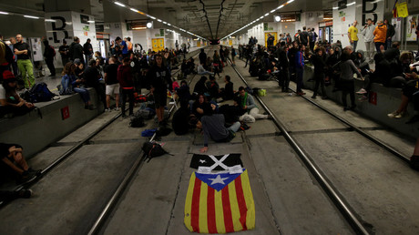Catalans block roads & railway station on the anniversary of independence vote (PHOTO, VIDEO)