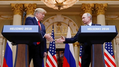 U.S. President Donald Trump and Russia's President Vladimir Putin shake hands during a joint news conference after their meeting in Helsinki, Finland © Kevin Lamarque
