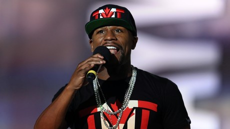 'Natural born sniper': Mayweather takes shooting practice on Chechen trip to meet Kadyrov (VIDEO)