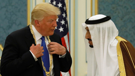 FILE PHOTO: Saudi Arabia's King Salman presents Donald Trump with state medal at the Royal Court in Riyadh, © Jonathan Ernst