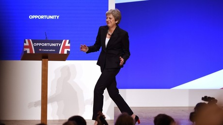 5bb4a990dda4c8402d8b4593 Theresa 'Dancing Queen' May moves it to Abba tunes ahead of key Tory conference (VIDEO)