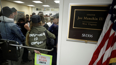 Protesters occupy Sen. Joe Manchin's office after Friday's cloture vote © Yuri Gripas