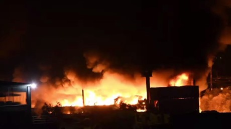 Huge flames break out at plastic waste storage facility in Italy (VIDEO)
