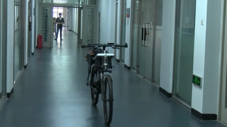Beijing students invent free-wheeling, self-driving bicycle (VIDEO)