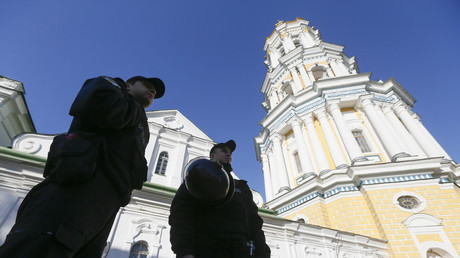 FILE PHOTO: Policemen stand guard outside the Kiev Pechersk Lavra monastery in Kiev, Ukraine © Reuters / Valentyn Ogirenko