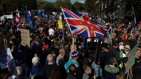 10,000s gather in London for 'biggest' anti-Brexit rally seeking final say (VIDEOS)