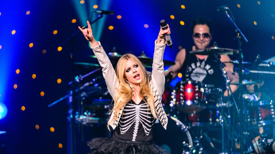 'I am not dead': Avril Lavigne smashes fans' conspiracy theories, insists she's not a doppelganger
