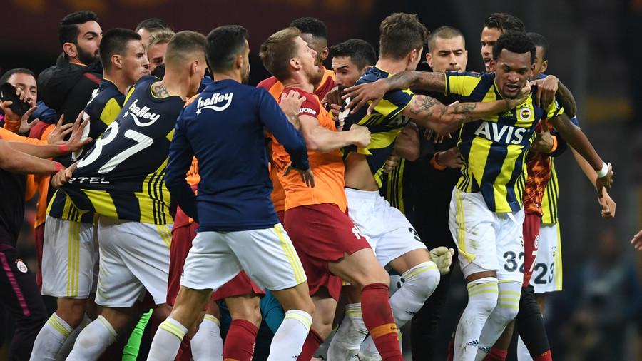 WATCH: Mass brawl marrs Istanbul derby between Galatasaray and Fenerbahce (VIDEO, PHOTOS)
