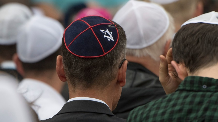 Pope Francis says a Christian can not  be an anti-Semite
