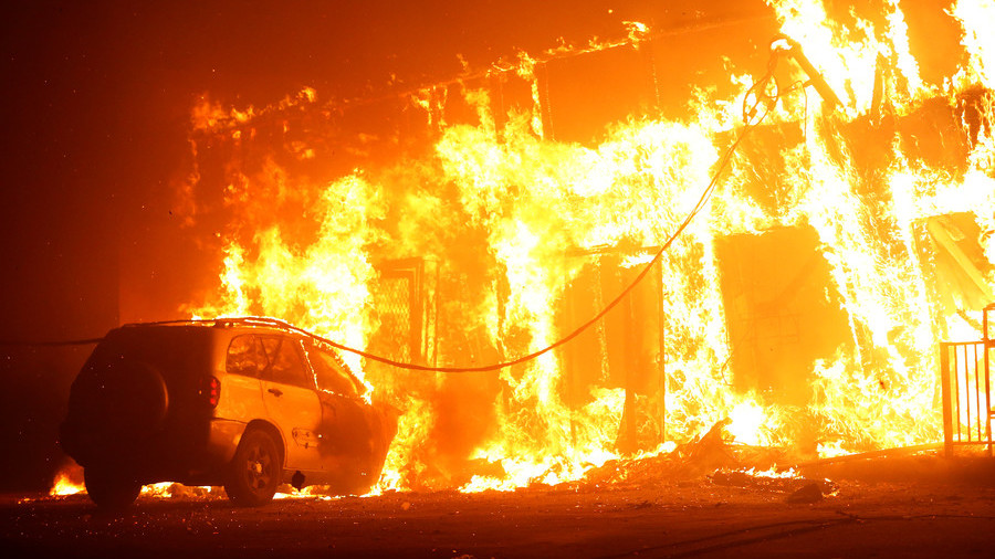 5 people found dead in vehicles torched by fire