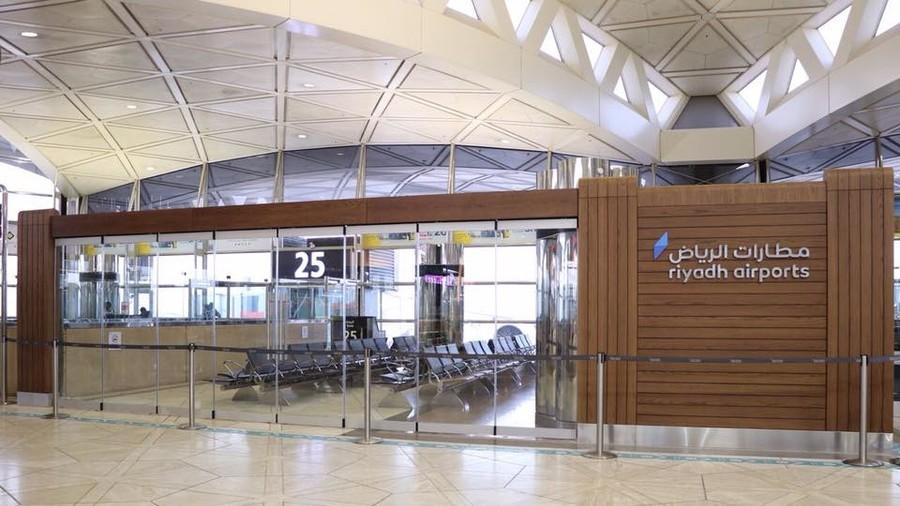 Torrential downpour bursts ceiling tiles at Saudi airport (VIDEOS)