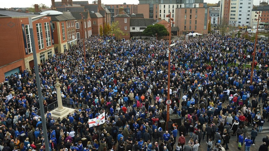 The '5,000-1' walk: Leicester City fans honor owner & helicopter crash victims