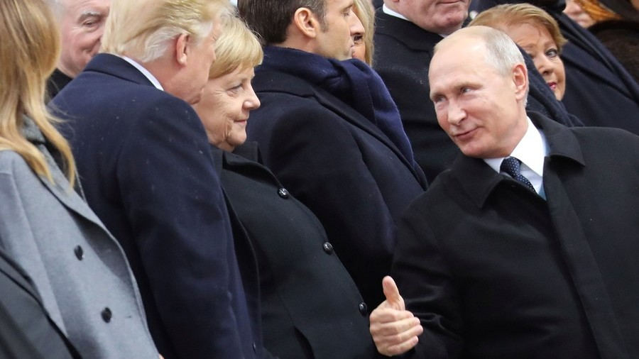 Thumbs up! Putin shakes hands with Trump and Melania during WWI ceremony in Paris (PHOTOS)