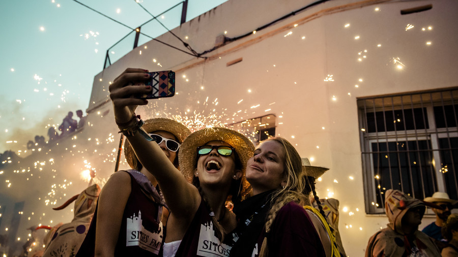 Selfie-inflicted wound: France will scour social media to catch tax cheats