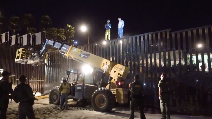 'We won't let them run us over!' Growing migrant crowd tests US-Mexico border fortifications (VIDEO)