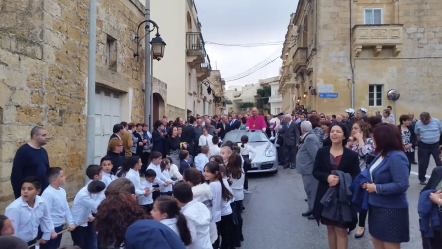 'Wrong on so many levels': Priest paraded through town in Porsche pulled by children (VIDEO)