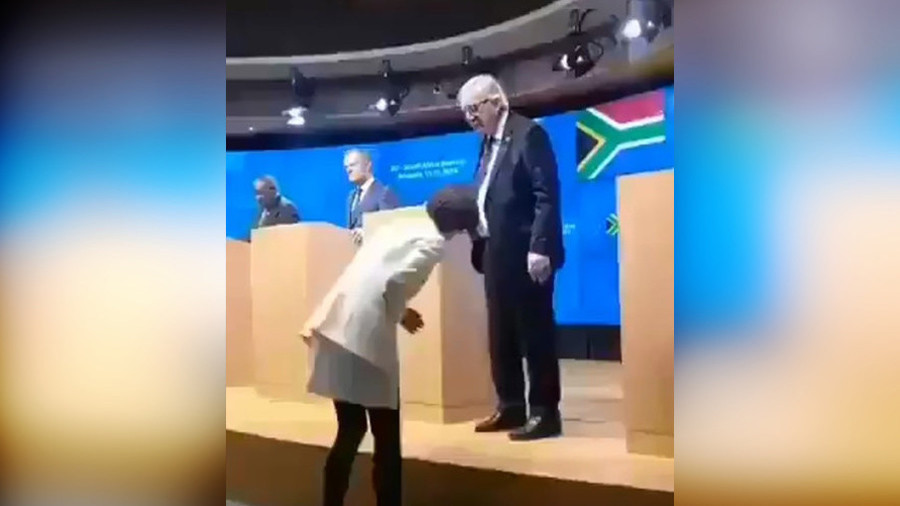 Black or brown? Twitter explodes over Juncker wearing 'different' shoes (VIDEO)