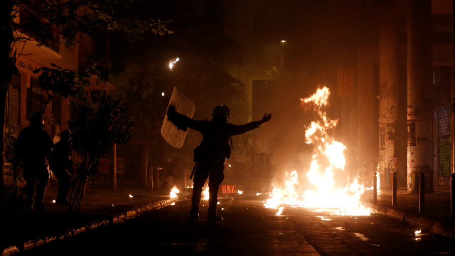 Molotovs & tear gas: Greek protesters march on US embassy on anti-junta uprising anniversary