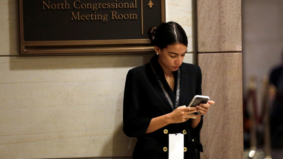 Ocasio-Cortez mocked for '3 chambers of Congress' gaffe, hits back at critics